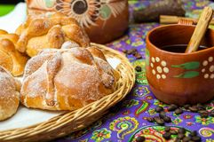 Free Traditional Mexican Bread Of The Dead Pan De Muerto With Coffe Royalty Free Stock Images - 160577439