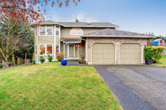 Traditional Northwest house with driveway. Royalty Free Stock Photography