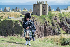 Traditional scottish bagpiper in full dress code Royalty Free Stock Photography