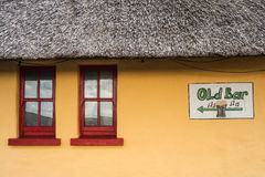Traditional thatched irish pub Royalty Free Stock Photography
