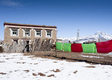 Traditional Tibetan house with drying clothes Royalty Free Stock Photos