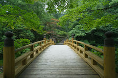 Traditional wooden bridge in old Japanese garden, Kyoto Royalty Free Stock Photos