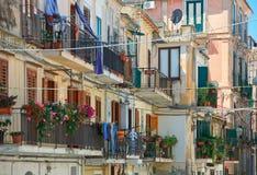 Traditionall balkonger i Italien royaltyfria bilder