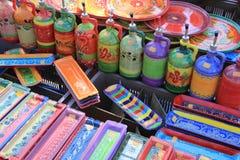 Traditioneel aardewerk op een markt in de Provence Stock Foto's