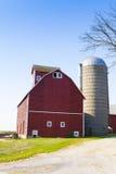 Traditioneel Amerikaans Rood Landbouwbedrijf stock foto's