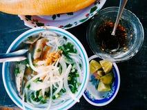 Traditioneel Aziatisch voedsel - noedel banh canh royalty-vrije stock fotografie