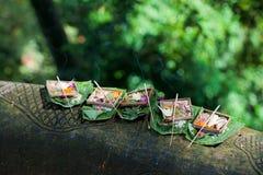 Traditioneel Balinees dienstenaanbod stock foto's