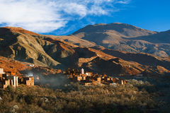 Traditioneel berbersdorp in Hoge Atlas Royalty-vrije Stock Foto