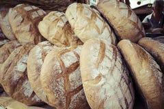 Traditioneel brood in de markt van het poetsmiddelvoedsel in Krakau, Polen royalty-vrije stock foto's