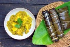 Traditioneel Bugis-mensenvoedsel, Kip met kruiden en kruiden Stock Afbeelding