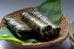 Traditioneel Bugis-mensenvoedsel, Kip met kruiden en kruiden Stock Fotografie