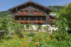 Traditioneel chalet in Engelberg op Zwitserland royalty-vrije stock afbeeldingen