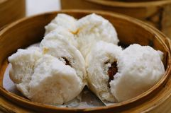Traditioneel Chinees Dim Sum, Cha Siu Bao, barbecue-varkensvlees-gevuld broodje royalty-vrije stock fotografie