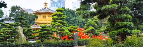 Traditioneel Chinees paviljoen in openbare Nan Lian Garden Royalty-vrije Stock Afbeeldingen