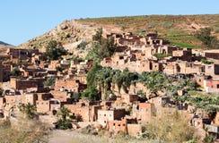 Traditioneel conservatief berberdorp in Atlasbergen, Moro stock foto