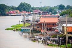 Traditioneel de rivieroeverdorp van Thailand dichtbij Bangkok Royalty-vrije Stock Foto's