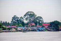 Traditioneel de rivieroeverdorp van Thailand dichtbij Bangkok Stock Fotografie
