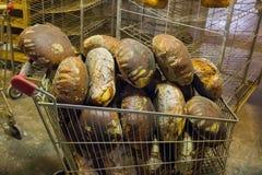 Traditioneel die brood in Gyimes wordt gemaakt royalty-vrije stock foto's