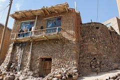 Traditioneel die huis in Kandovan-stad met stenen wordt gebouwd Stock Foto's