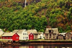 Traditioneel dorp in Noorwegen Stock Foto's