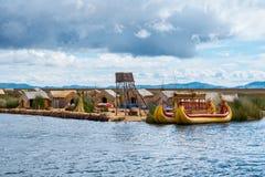 Traditioneel dorp op meer Titicaca in Peru, Zuid-Amerika Stock Foto
