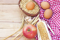 Traditioneel eigengemaakt gezond voedsel Stock Afbeeldingen