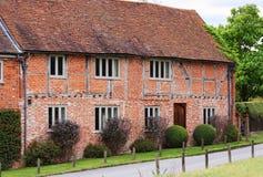 Traditioneel Engels Landelijk Plattelandshuisje Stock Foto's