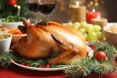 Traditioneel feestelijk diner met heerlijk geroosterd Turkije stock foto's