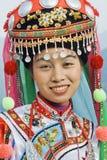 Traditioneel gekleed Zhuang-minderheidsmeisje, Longji, China stock afbeelding