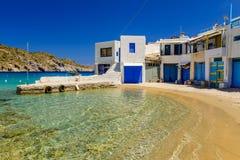 Traditioneel Grieks dorp door het overzees Stock Fotografie