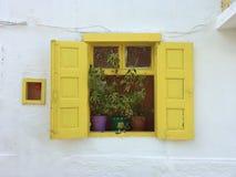 Traditioneel houten venster Stock Foto's