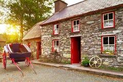 Traditioneel Iers plattelandshuisjehuis Stock Fotografie