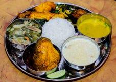 Traditioneel Indisch voedsel, Bengaals voedsel royalty-vrije stock afbeeldingen