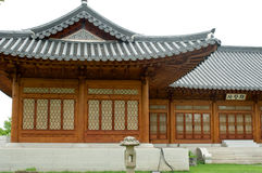 Traditioneel Koreaans huis in de zomer, Zuid-Korea stock foto