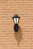 Traditioneel Licht op Bakstenen muur royalty-vrije stock foto's