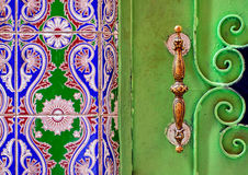Traditioneel Marokkaans gesierd deurhandvat royalty-vrije stock foto's