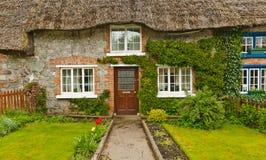 Traditioneel Met stro bedekt Plattelandshuisje in Adare, Ierland Royalty-vrije Stock Afbeelding