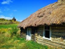 Traditioneel Oekraïens landelijk huis stock afbeelding