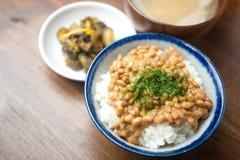 Traditioneel ontbijt van Japan. Gohan NattÅ Royalty-vrije Stock Foto's