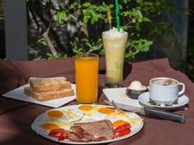 Traditioneel ontbijtvoedsel Stock Foto