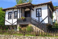 Traditioneel oud Bulgaars huis Stock Afbeeldingen