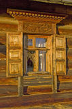 Traditioneel oud Russisch venster. Stock Foto's