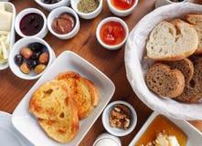 Traditioneel Rich Turkish Breakfast Royalty-vrije Stock Afbeeldingen