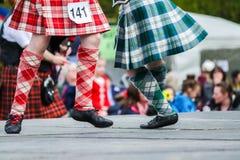 Traditioneel Schots Hoogland die in kilten dansen Stock Foto