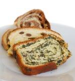 Traditioneel Sloveens zoet broodje genoemd potica stock afbeeldingen