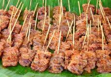 Traditioneel Thais stijl geroosterd varkensvlees op de banaan Royalty-vrije Stock Afbeeldingen
