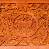 Traditioneel Thais stijlhoutsnijwerk Stock Afbeeldingen