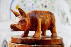 Traditioneel Thais stijlhoutsnijwerk als dierlijk houten varken één van Stock Foto