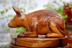 Traditioneel Thais stijlhoutsnijwerk als dierlijke houten rat één van Stock Afbeeldingen
