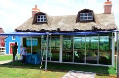 Traditioneel Uitstekend rood en blauw Landbouwbedrijf Royalty-vrije Stock Foto